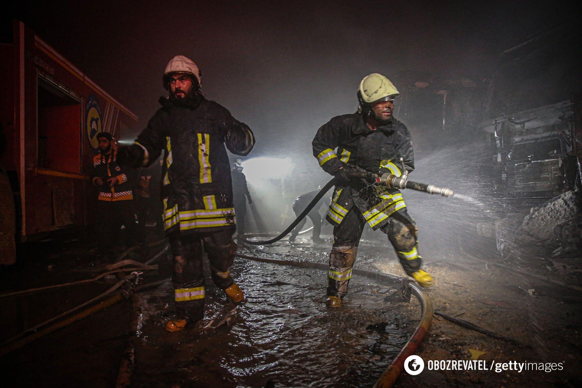 Пожежники боролися з вогнем.