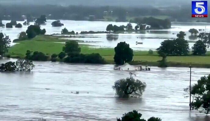 У деяких регіонах спливали будинки.