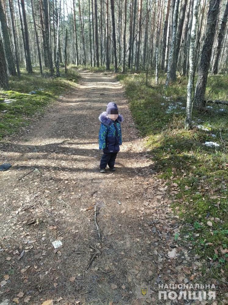 Мальчика нашли в лесу.