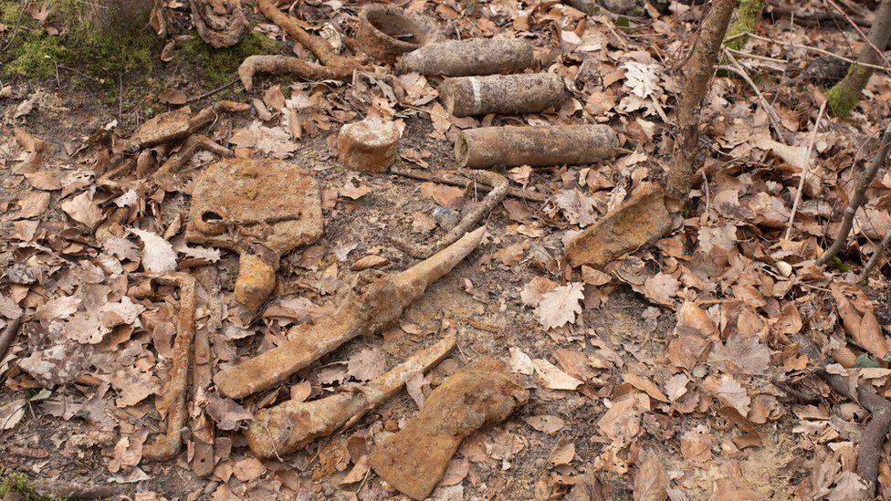 Часть находок, обнаруженных мародерами на объекте