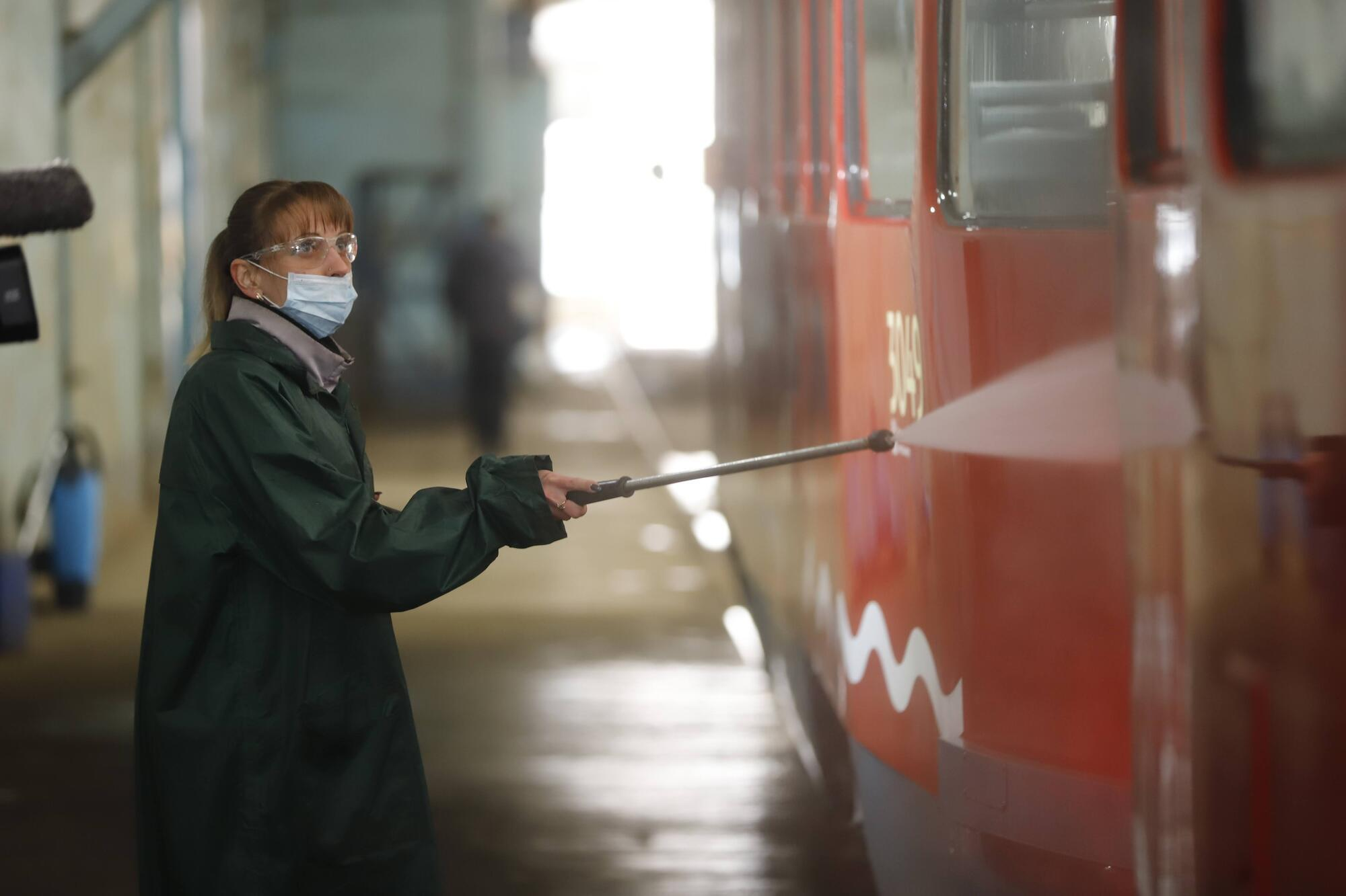 В Днепре для мытья трамваев начали использовать повторно очищенную воду