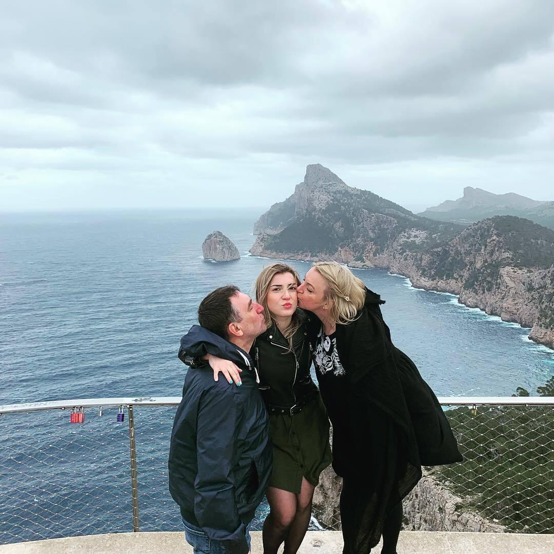 Інна Білоконь, її чоловік Олег та дочка Яна
