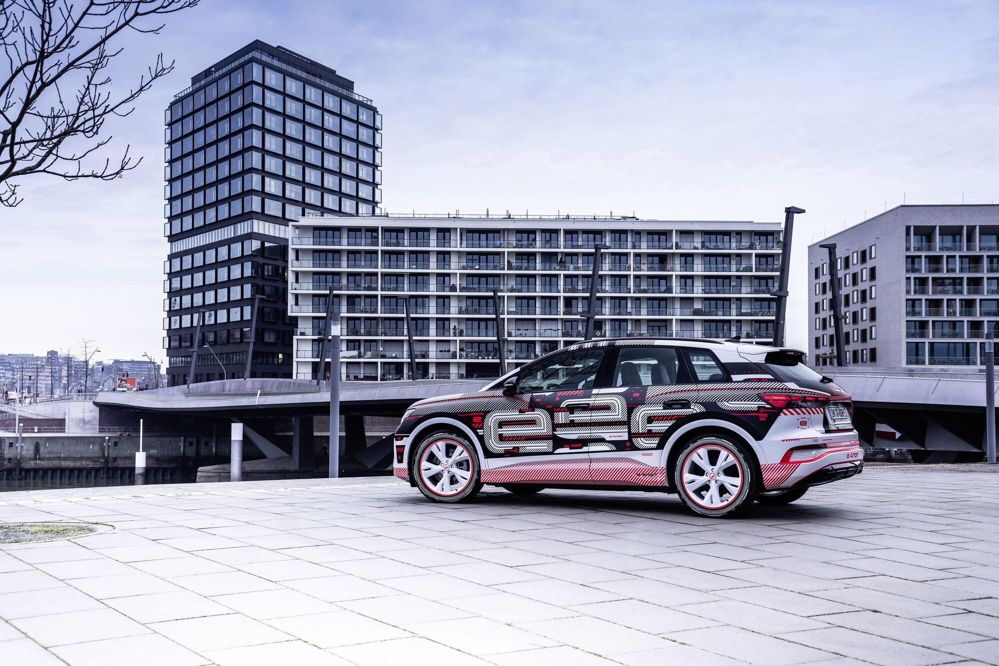 К европейским дилерам новый кроссовер Audi Q4 e-tron поступит уже в апреле нынешнего года
