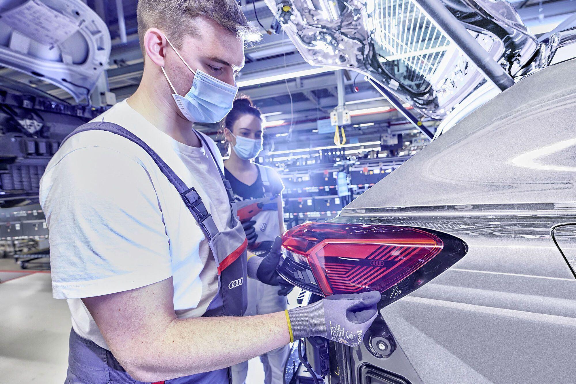 Пресс-формы и прочие необходимые для производства модели элементы поступили с двух других немецких заводов Audi