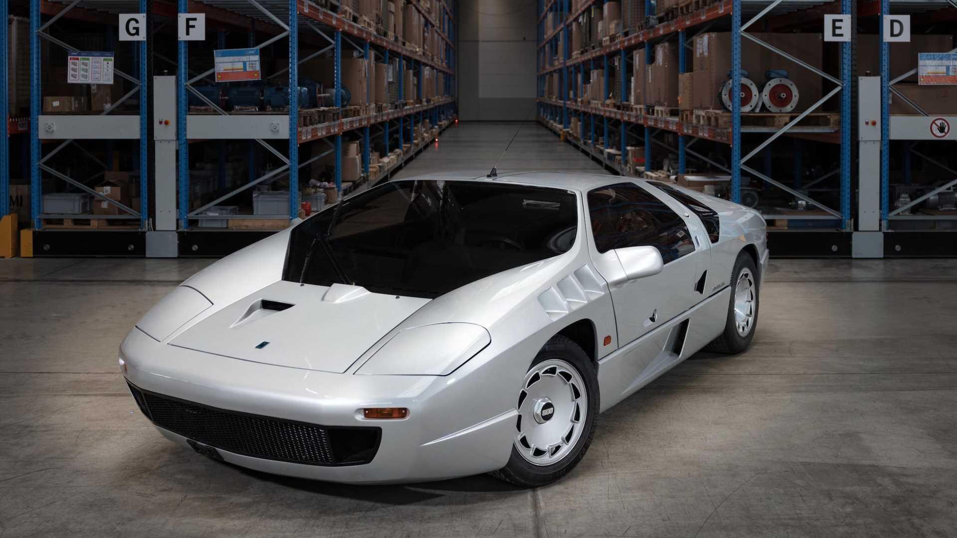 У 1991 році автомобіль піддався оновленню, у процесі якого кузов був трохи видозмінений