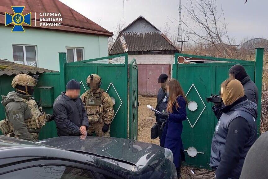 """В доме террориста """"ЛНР"""" под Харьковом изъяли оружие"""