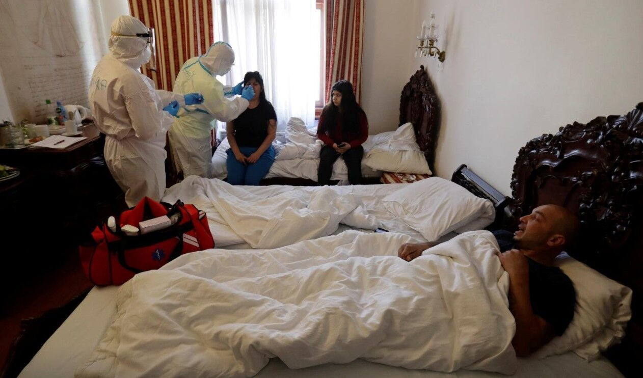 Мерія Праги орендувала готель для хворих на COVID-19 безхатченків