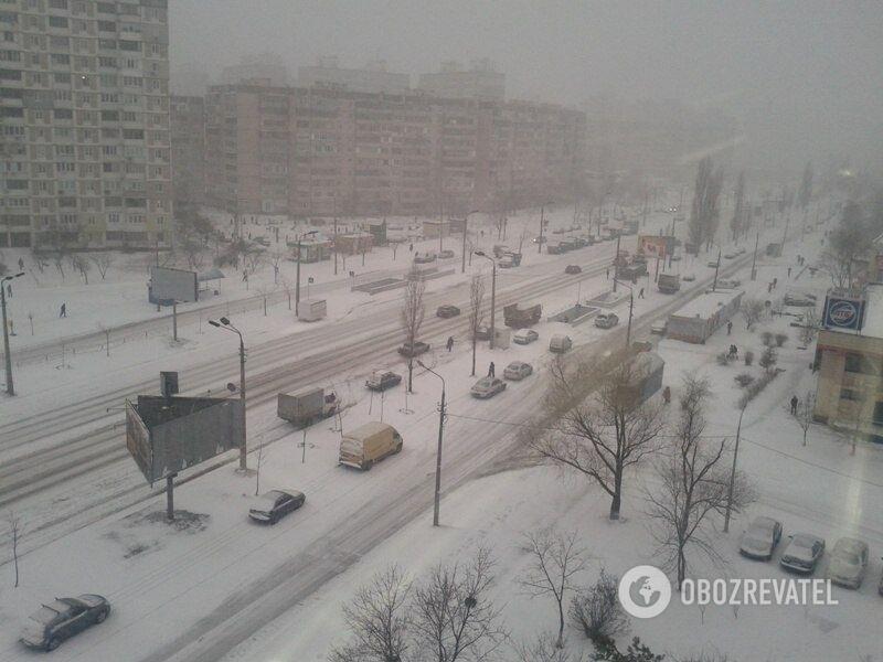 Снігопад почався ще 22 березня.