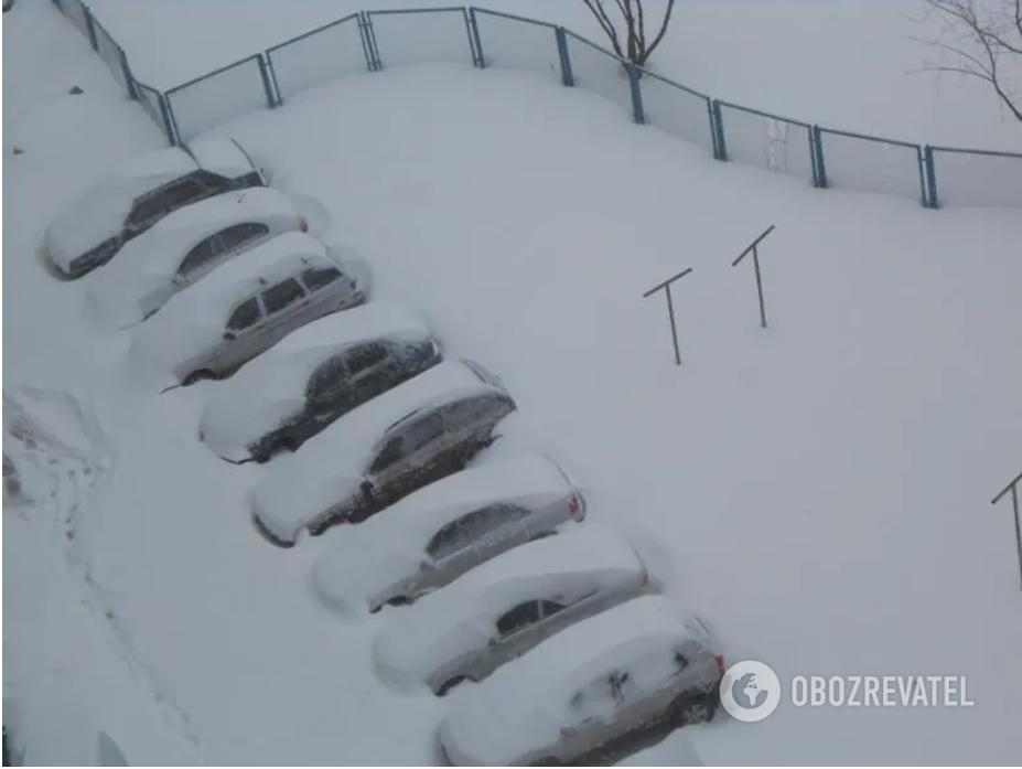 Снігу намело до півтора метра.