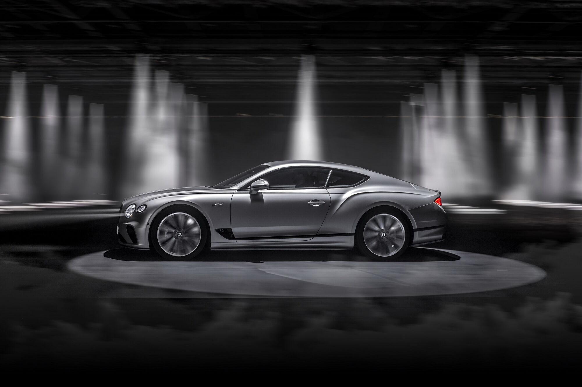 Bentley Continental GT Speed способен разгоняться до 100 км/ч за 3,6 с, а максимальная скорость достигает 335 км/ч