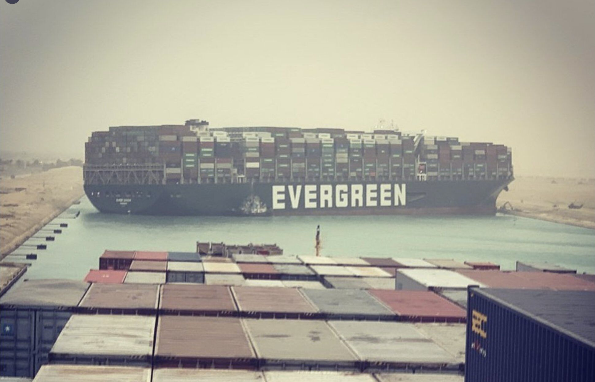 Судно Ever Given сіло на мілину в Суецькому каналі
