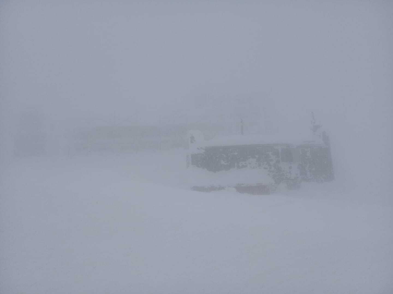 Гору Піп Іван у Карпатах знову засипало снігом