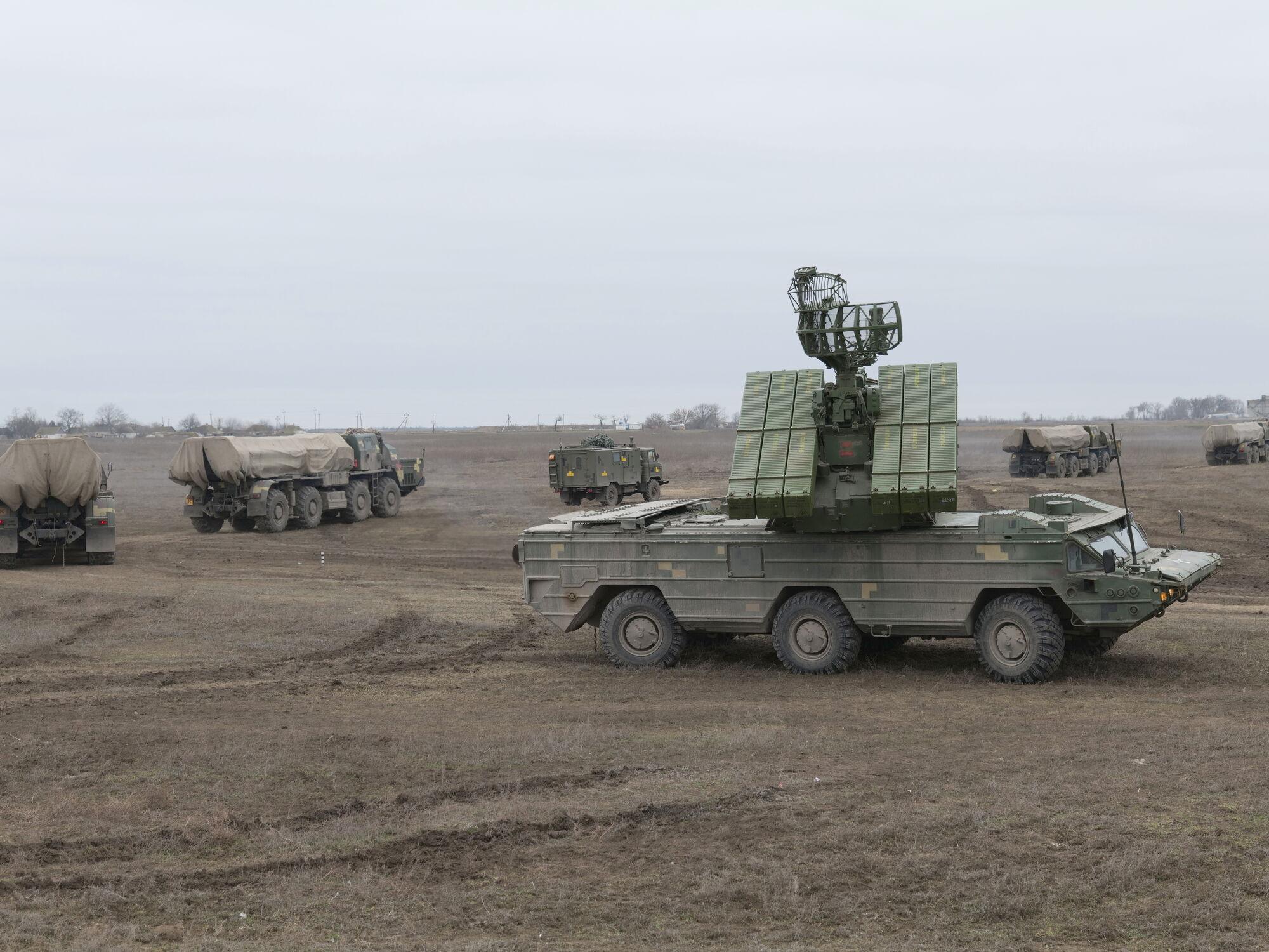 Військова техніка ЗСУ поблизу адмінкордону з Кримом