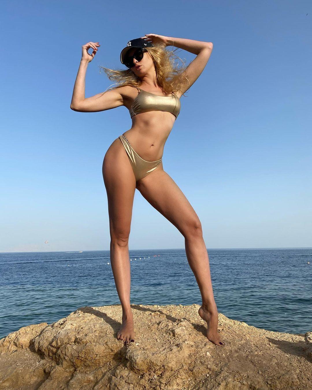 Полякова продемонструвала фігуру в купальнику