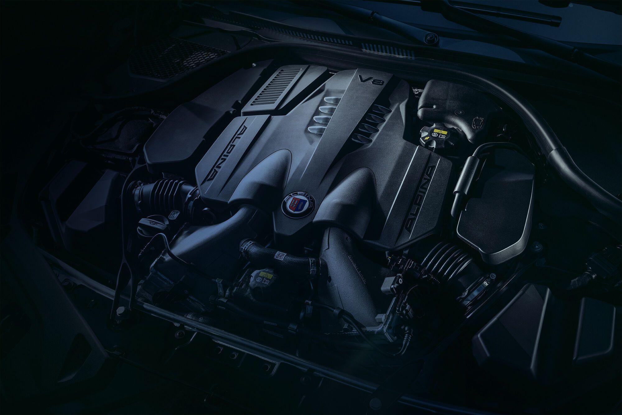 Під капотом новинки розташовується форсований V8 4.4 з двома турбонагнітачами