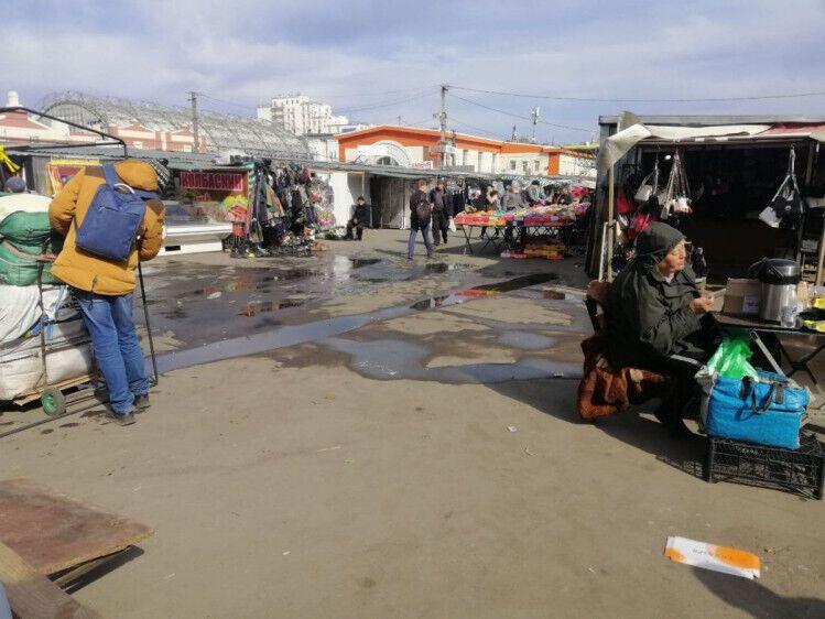 На одесских рынках среди продуктов можно приобрести и запрещенные товары