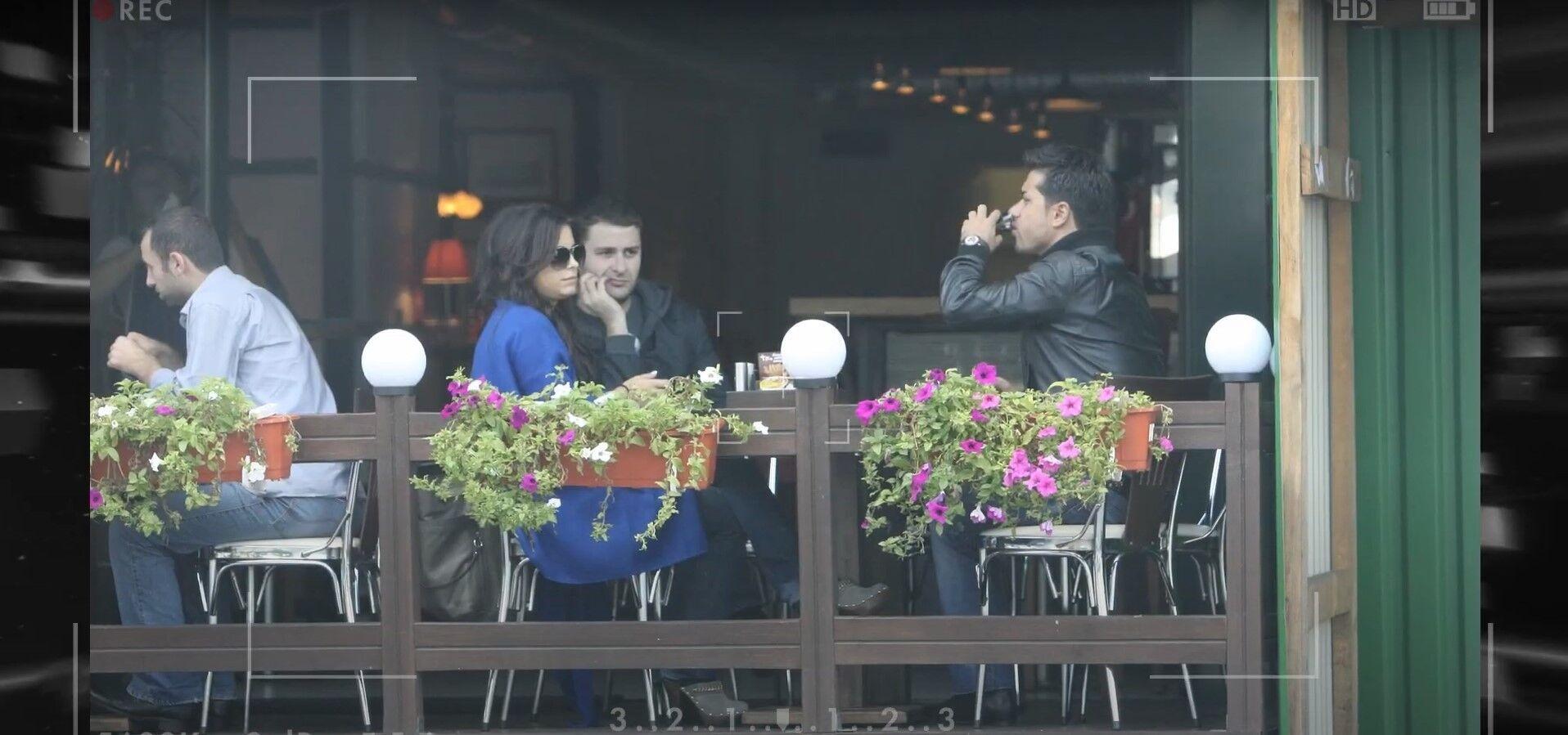 Мурат сидить в ресторані з колишньою дружиною Ані Лорак