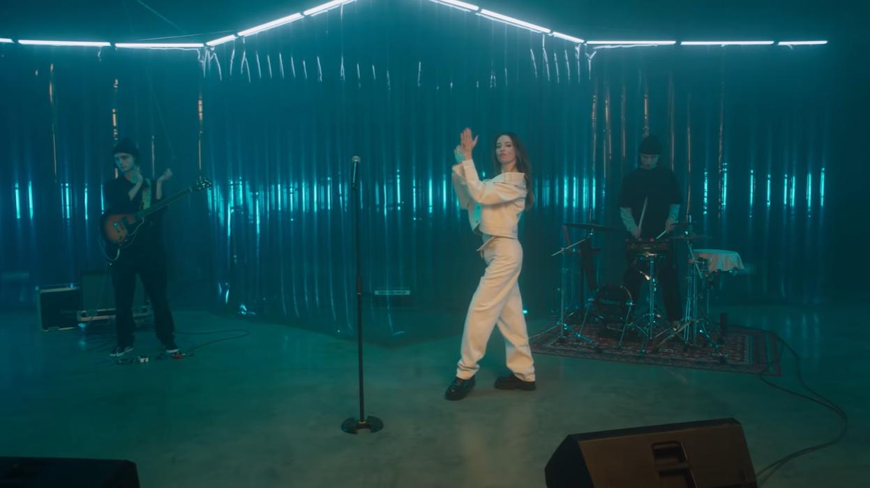 Дорофеева презентовала новую песню под названием Bam Bam