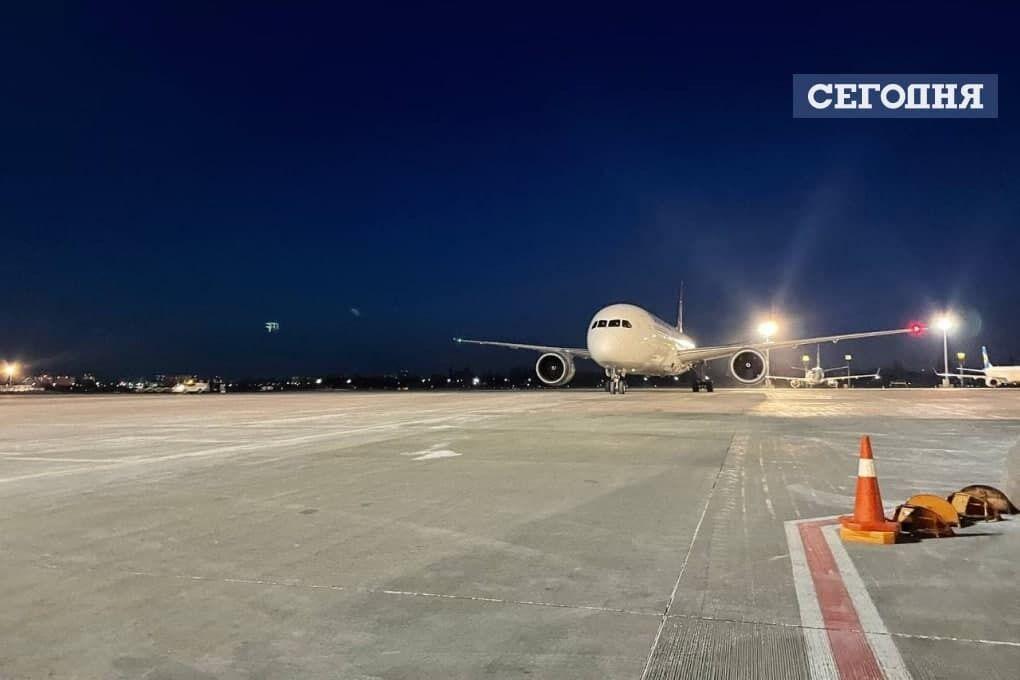 """Літак приземлився в """"Борисполі""""."""
