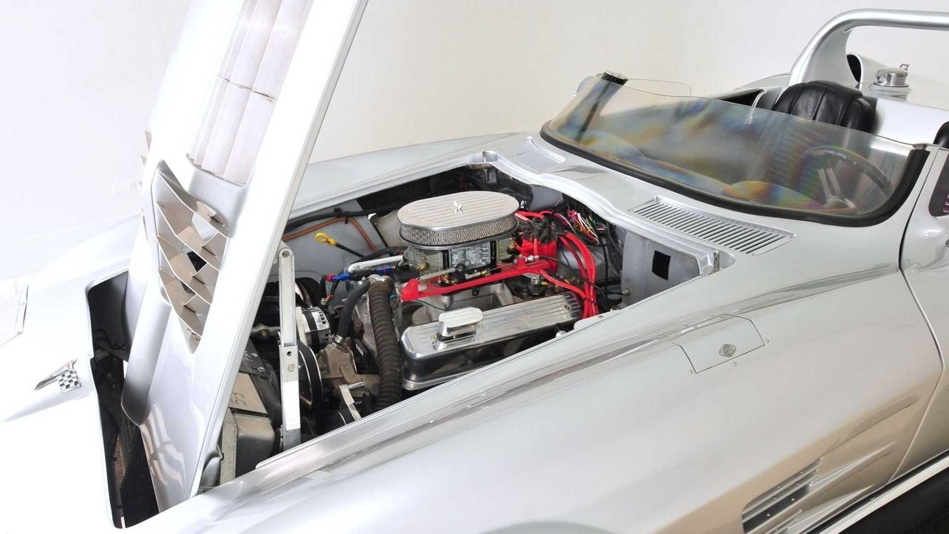 Он оснащен 5,7-литровым 380-сильным двигателем V8 и автоматической коробкой передач
