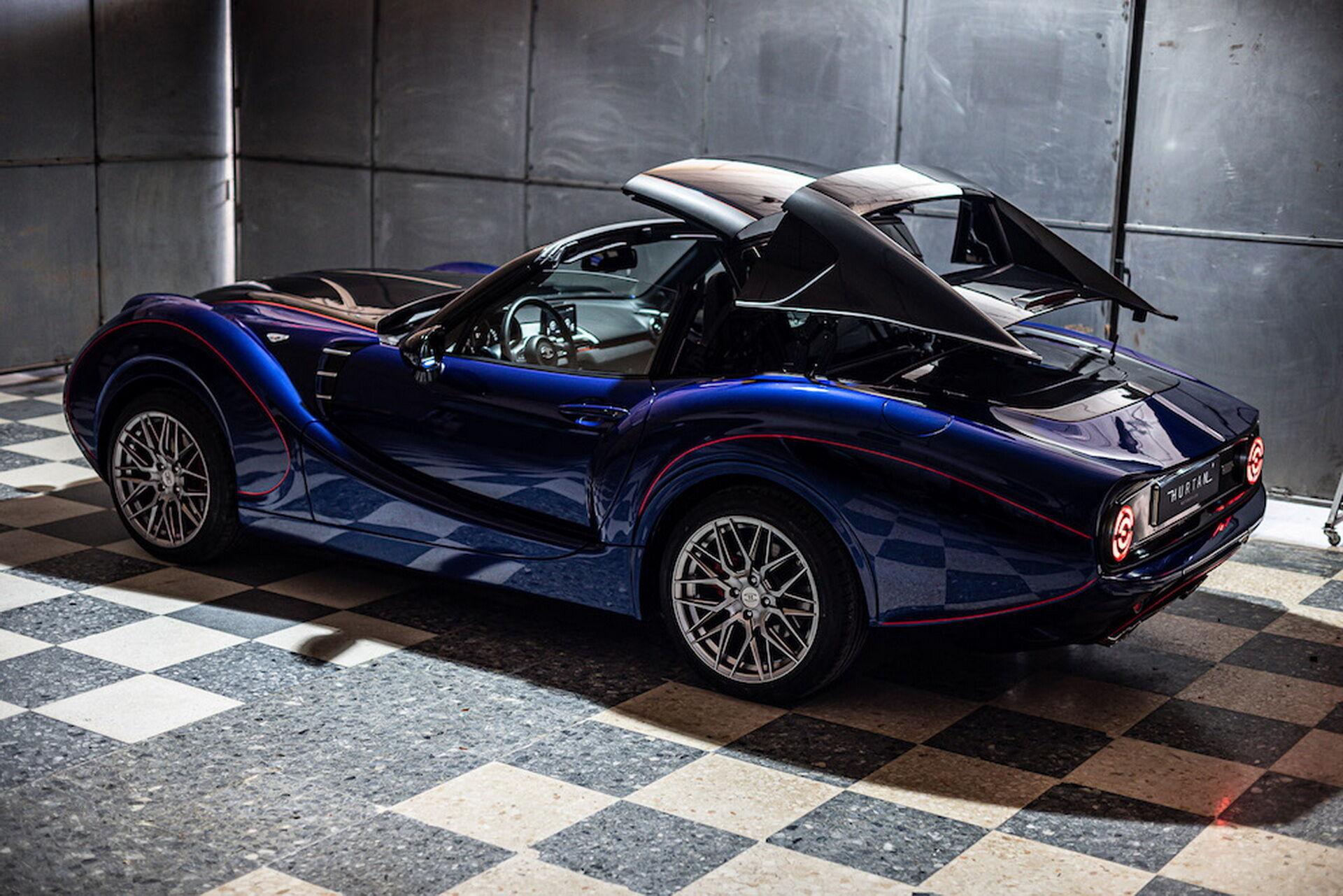 Автомобіль буде запропонований як із тканинним верхом, так й у варіанті купе-кабріолет із жорстким складним дахом