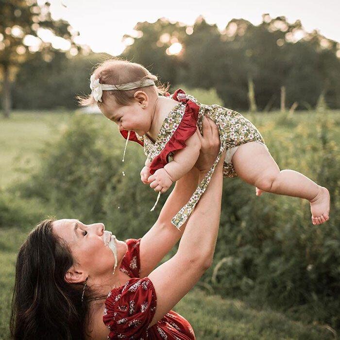 Принади материнства продемонстровані на фото.