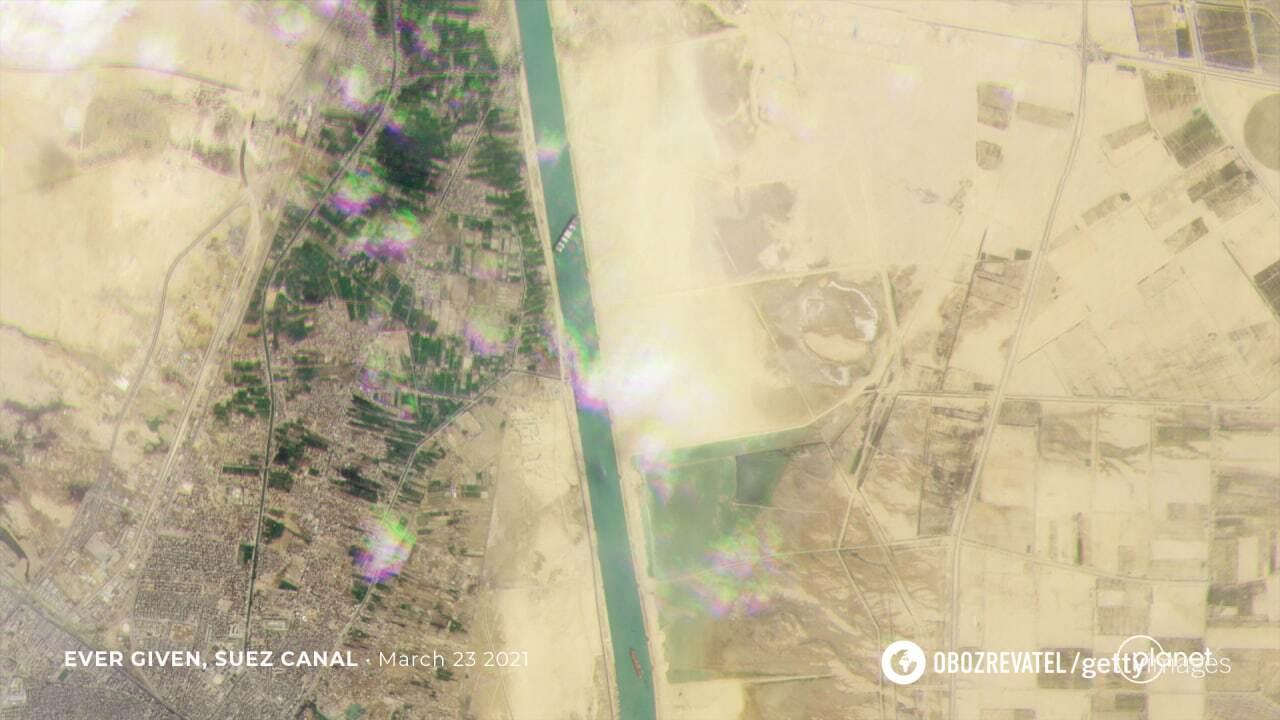 Суецький канал із космосу