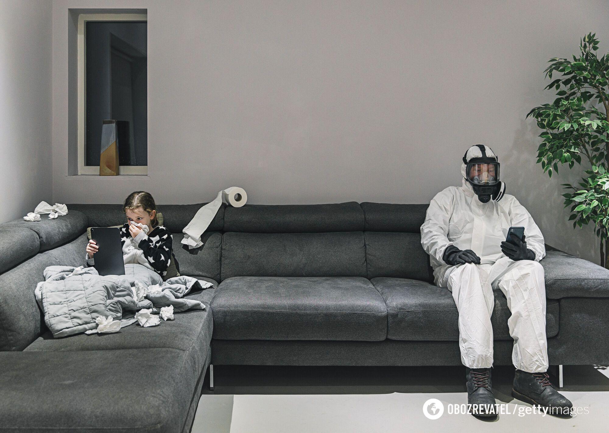 Якщо хворі на COVID-19, носіть маску, коли перебуваєте поряд з іншими людьми