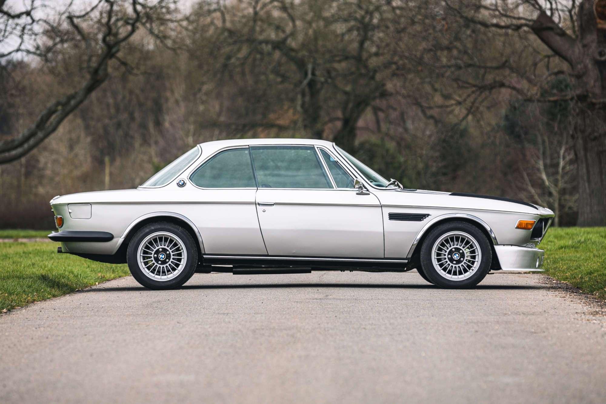 Вагу порівняно з серійними BMW 3.0 вдалося знизити на 136 кг