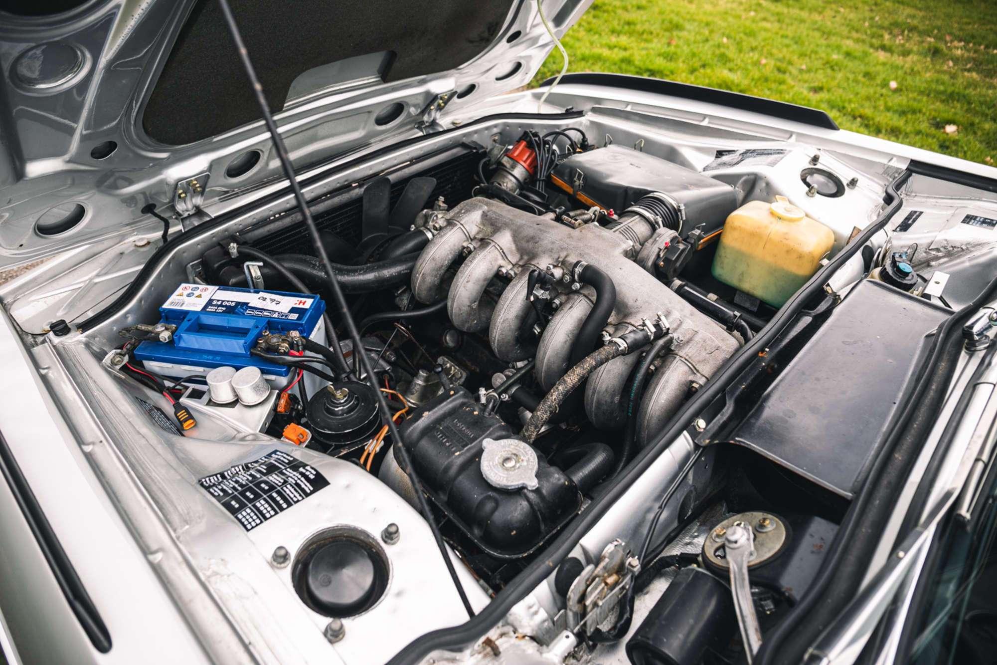 Автомобіль оснащений атмосферним 3,2-літровим 6-циліндровим мотором