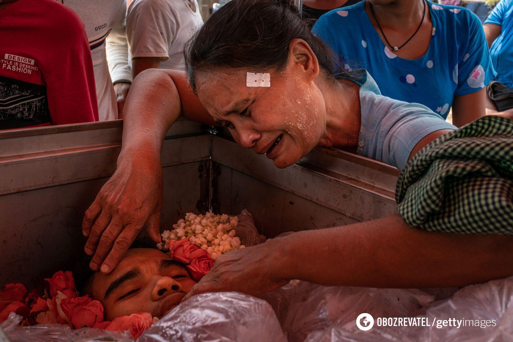 Погибший во время протестов.