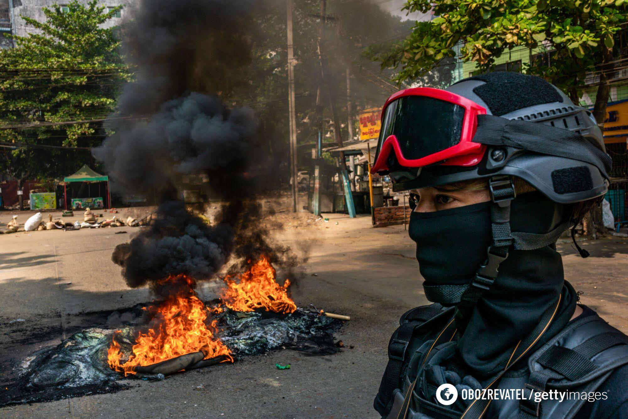 Демонстранты вышли на улицы Мьянмы 27 марта.