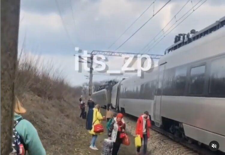 Под Запорожьем сошел поезд.