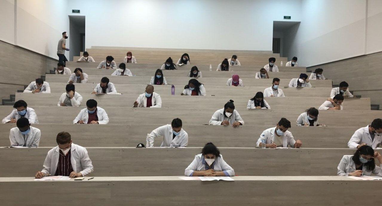 В 2021 году количество студентов, которые должны сдавать экзамен КРОК, будет примерно 96 тыс. человек.