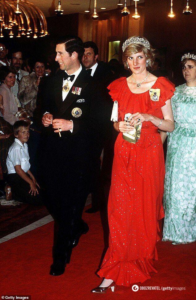 Принцесса Диана в платье Брюса Олдфилда в 1983 году.