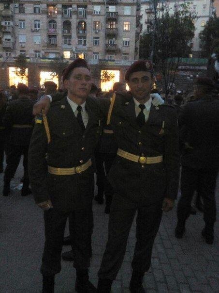 Сергей (справа) служил в Президентском полку