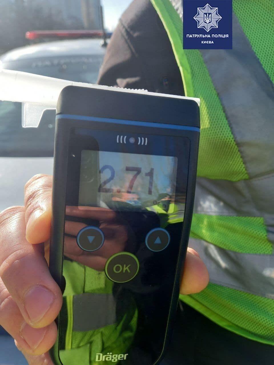 В крови водителя обнаружили 2.71 промилле алкоголя.