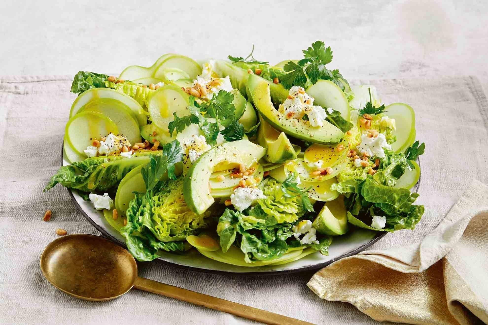 Кислое яблоко идеально подходит для салатов.