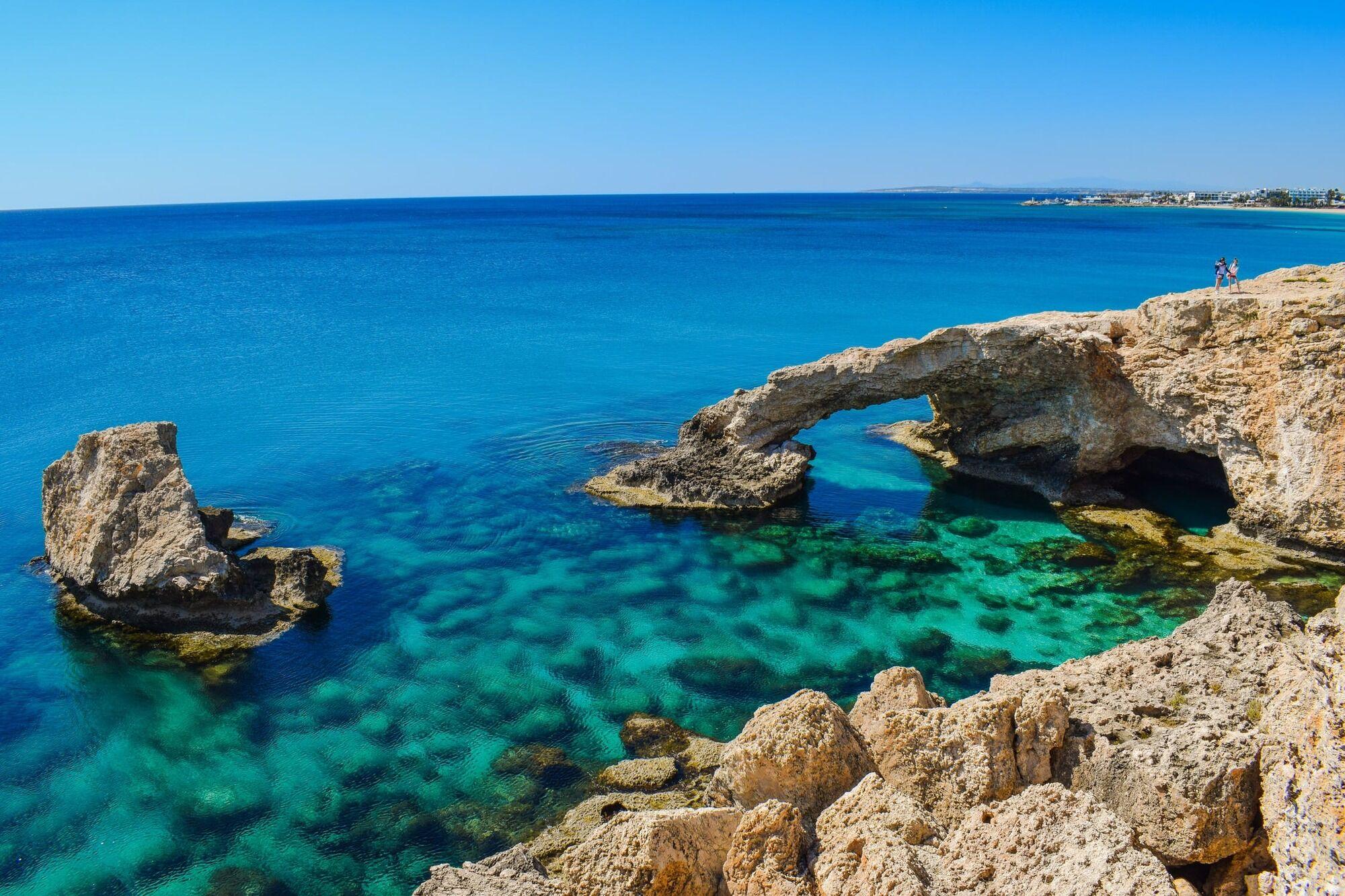 Кіпр приваблює туристів блакиткими лагунами і екзотичною природою