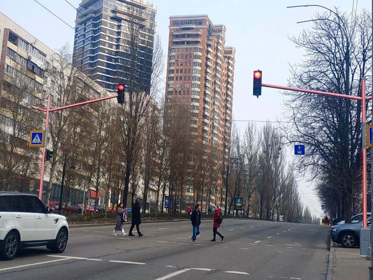 На бульваре Леси Украинки модернизуют еще 5 светофоров.