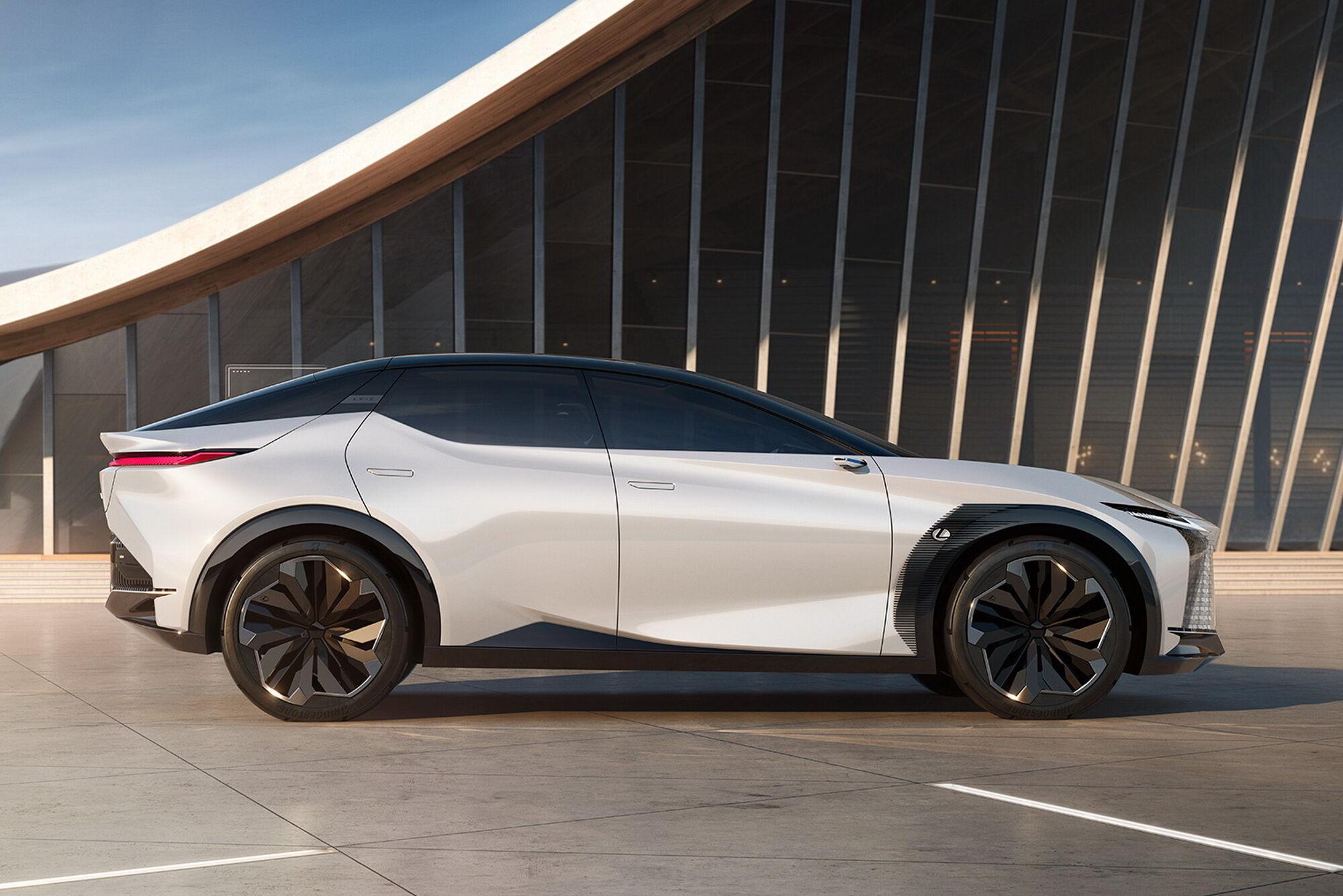 У рух Lexus LF-Z Electrified приводить система Direct4 з чотирма мотор-колесами сумарною потужністю 544 к.с.