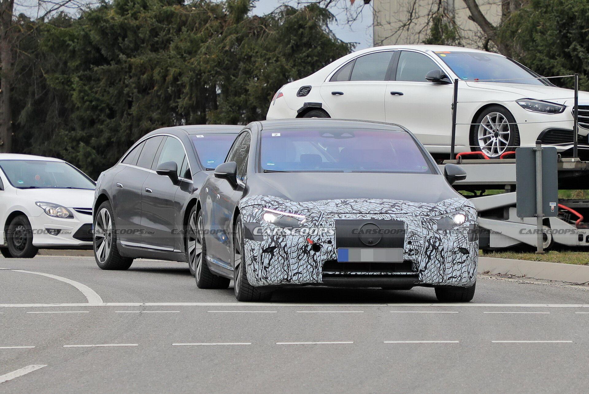 На дорогах недалеко от Штутгарта папарацци заметили тестовые прототипы Mercedes-Benz EQS