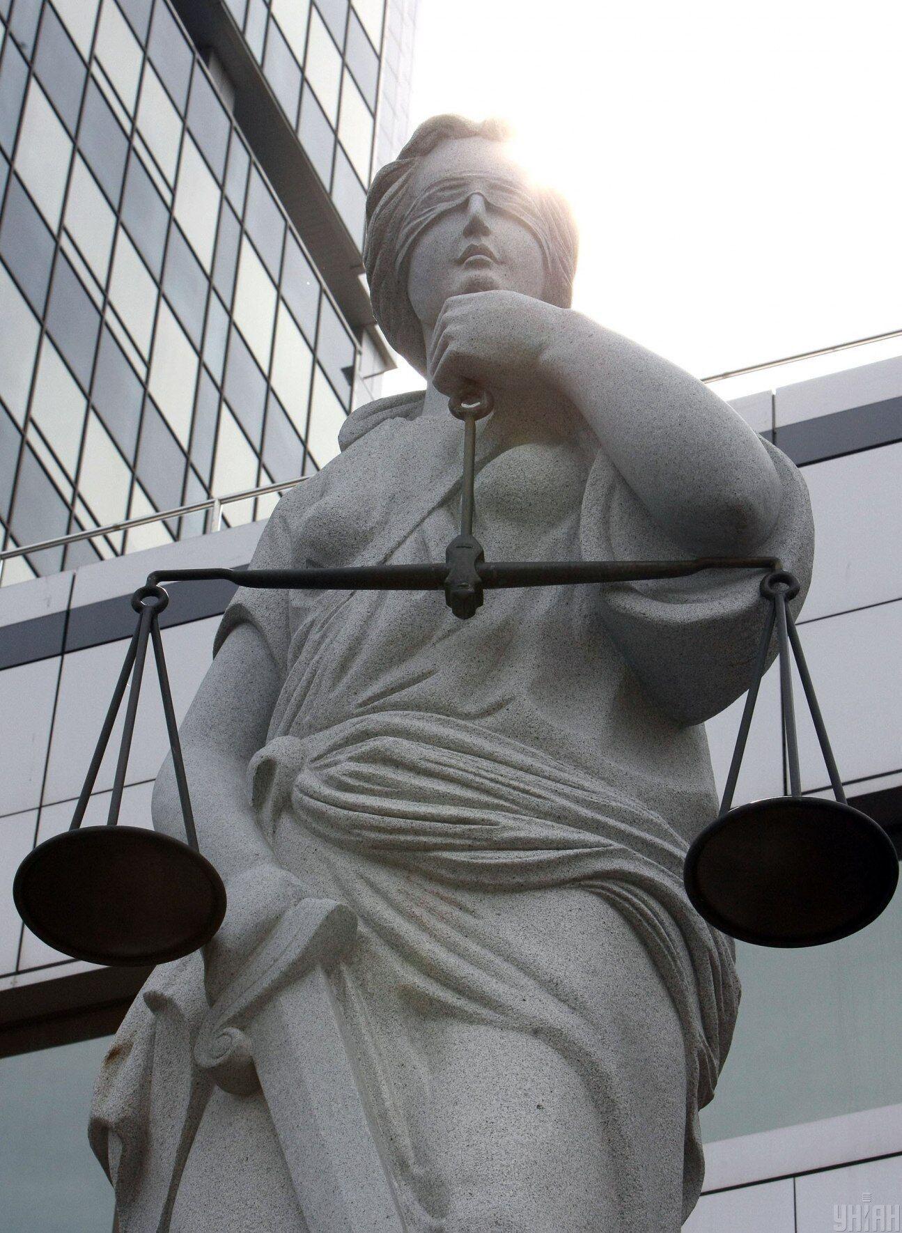 Відповідно до Конституції України судова гілка влади є незалежною. Її фінансування має відбуватися аналогічно.