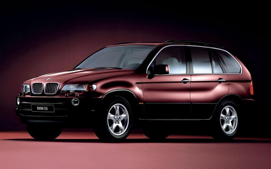 BMW X5 здається трохи застарілим, але вигляд має дуже стильний