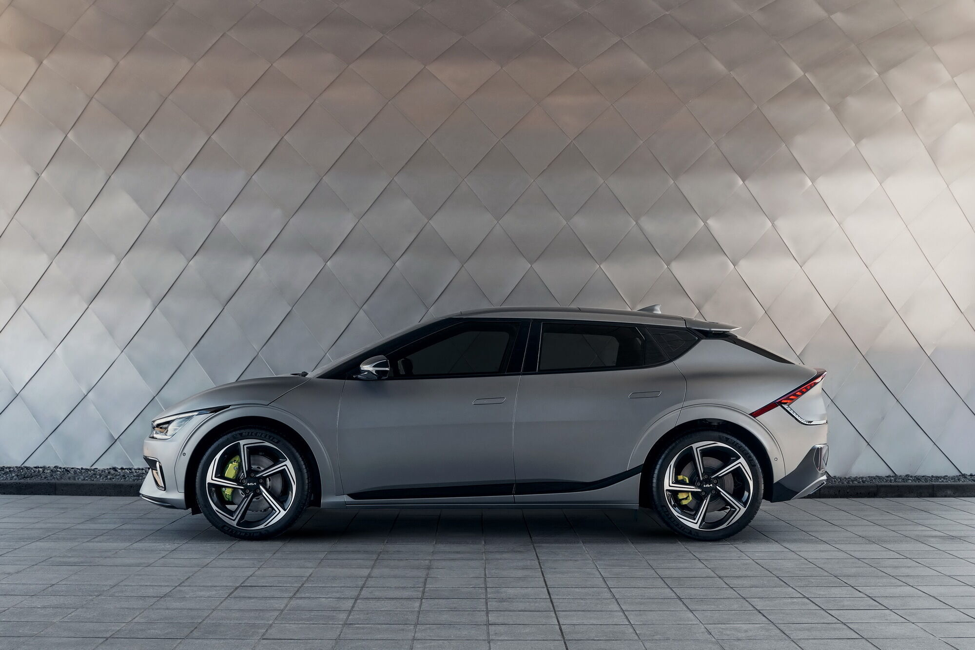 В зависимости от конфигурации EV6 и EV6 GT-Line получат батарею на 58 или 77,4 кВтч