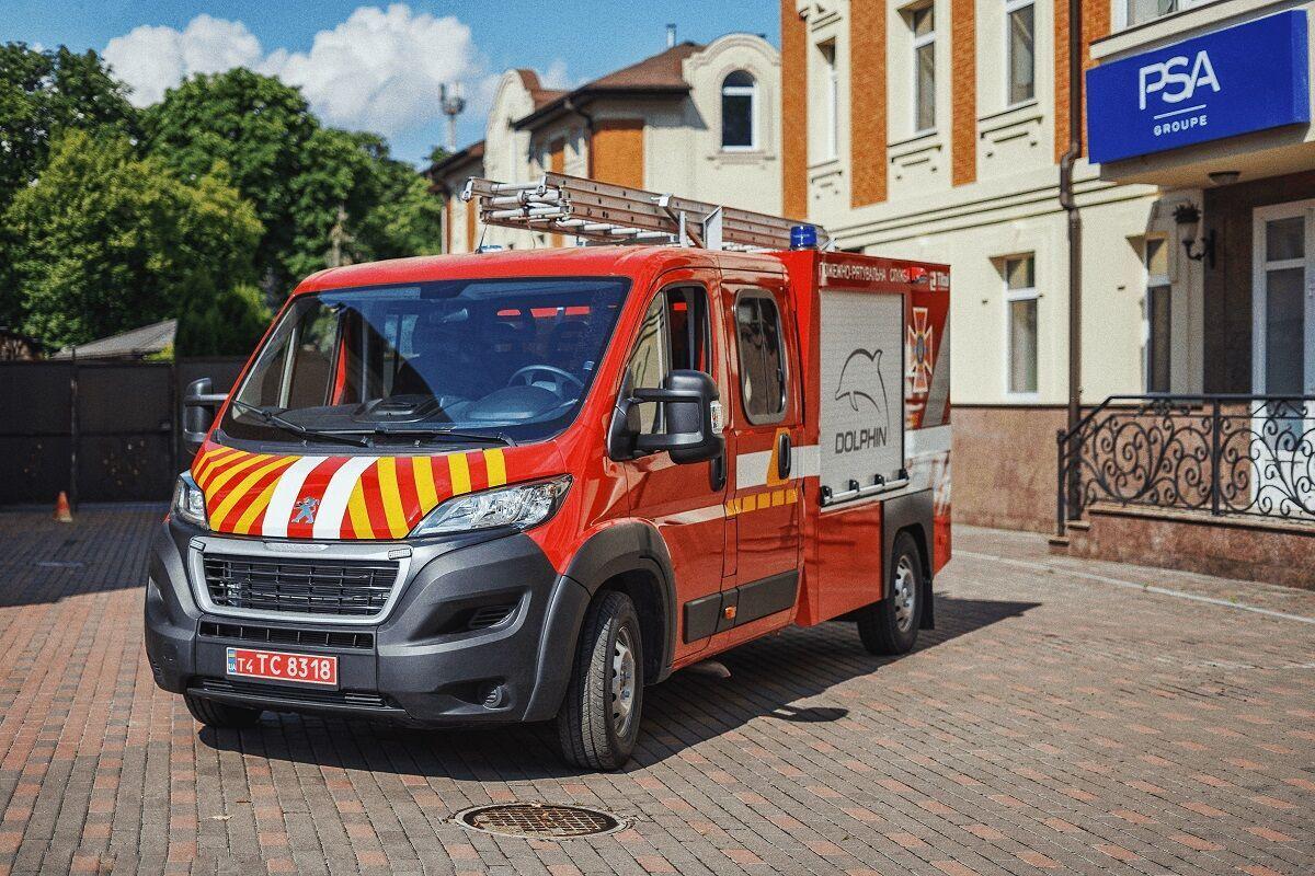 Львівські рятувальники отримали партію сучасних автомобілів першої допомоги АПП-2