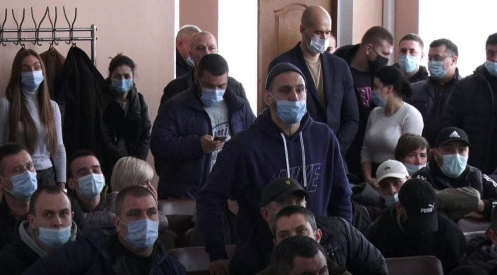 На Дніпропетровщині невідомі намагалися зірвати засідання райради. Відео
