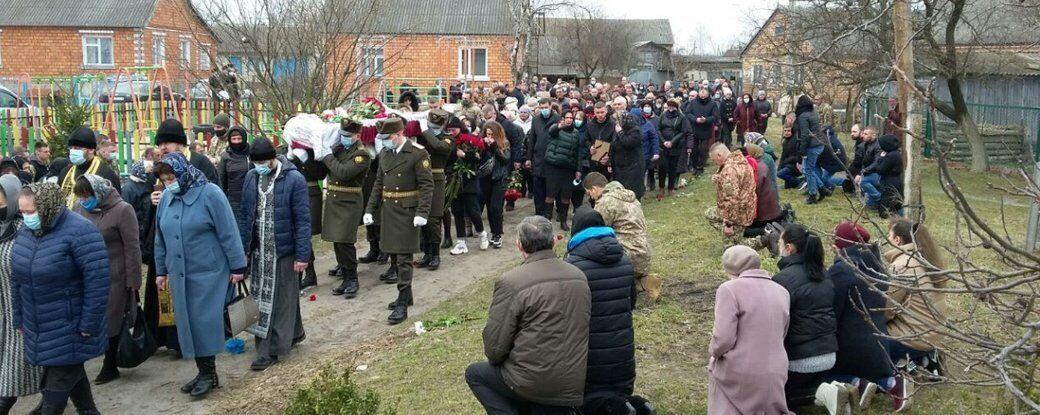 Віддати шану Абрамовичу прийшли сотні людей