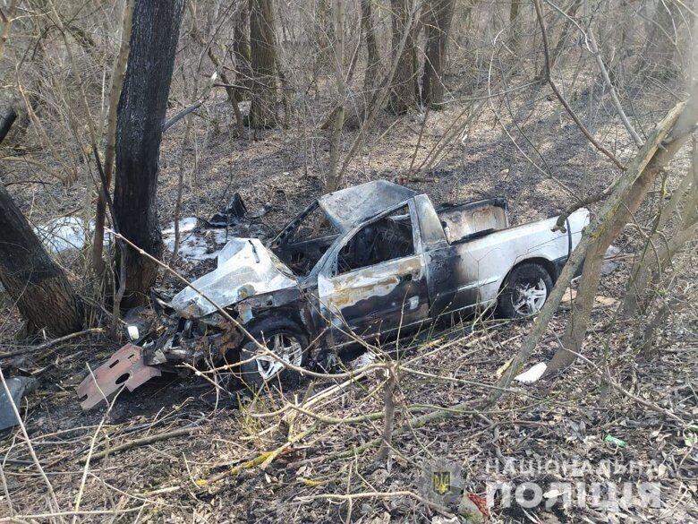 Автомобіль з'їхав у кювет і загорівся