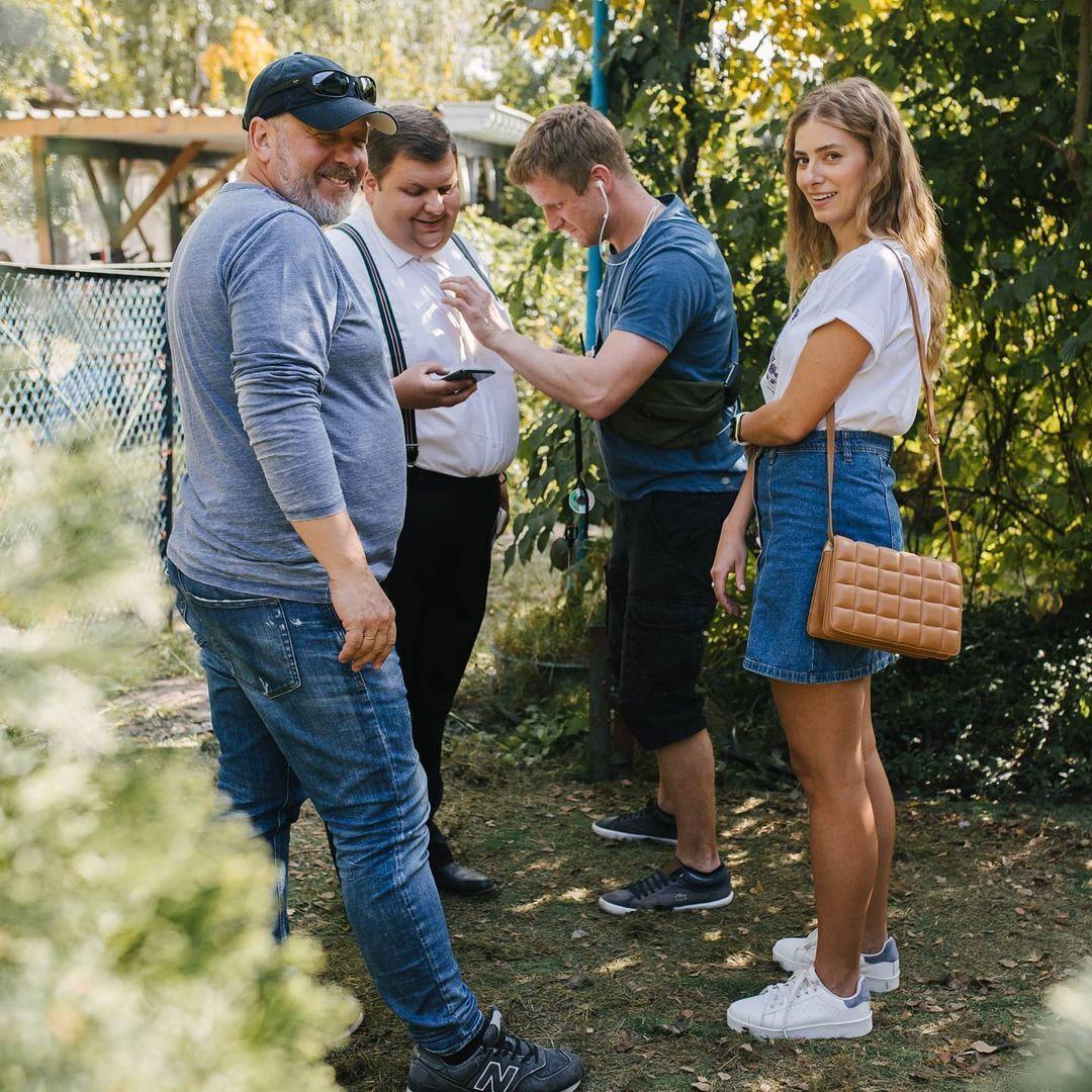 Второй сезон сериала начинается с освобождения Меркулова и его встречи с Лизой